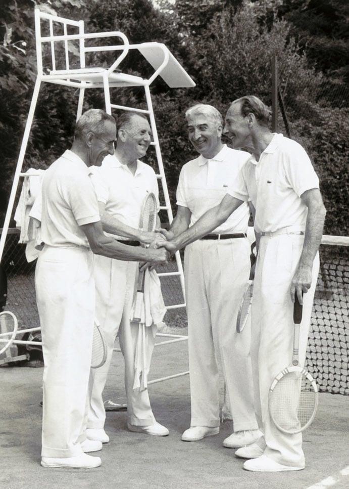 Roland Garros'un kortta 4 tribününün isimleri nelerdir?