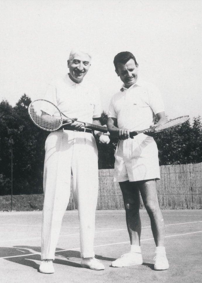 Roland Garros'un merkez kortu hangi ismi taşıyor?