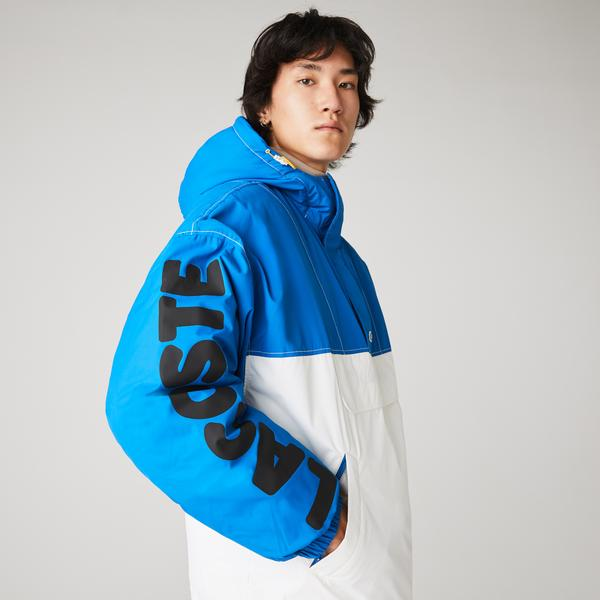 Lacoste L!VE Erkek Blok Desenli Baskılı Kapüşonlu Suya Dayanıklı Mavi-Beyaz Mont